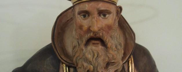 Regalo a la parroquia de una talla de san Ignacio.